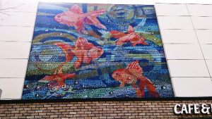 金魚の養殖場が多い船堀駅の壁画