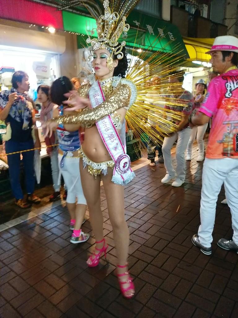 バテリアの女王(トップダンサー)<ハイーニャ・ダ・バテリア>