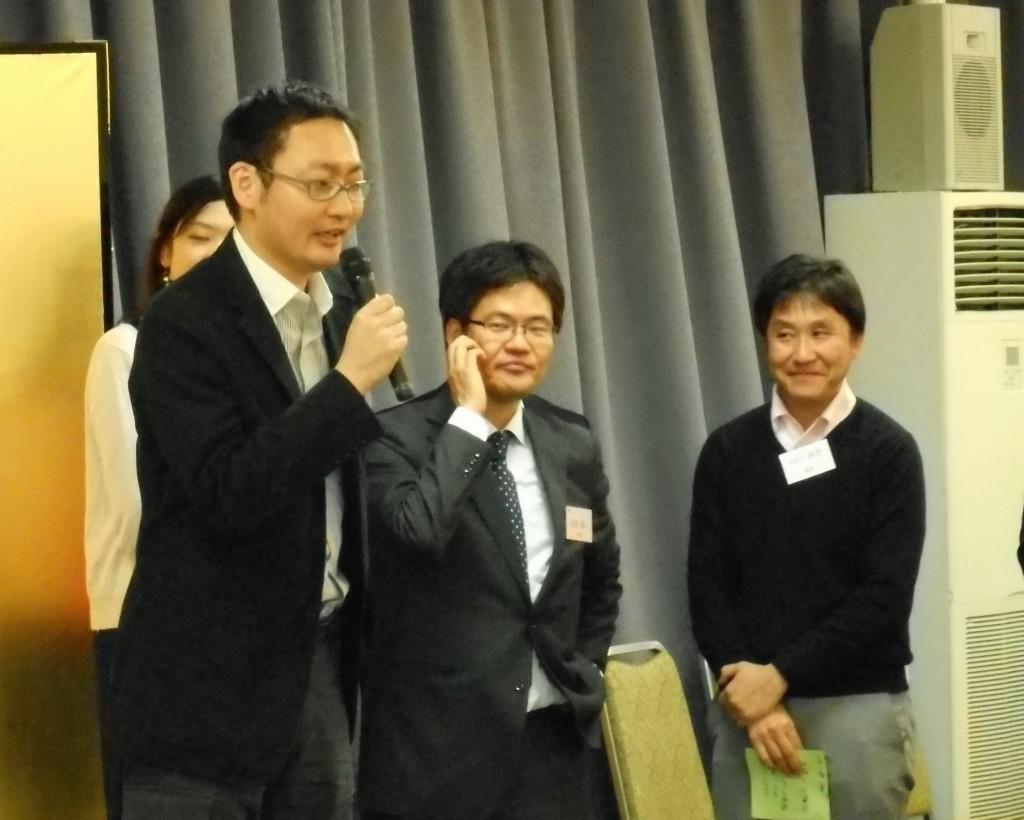 写真は城東支部代表として「5年後の自分」を発表する田中和哉会員です。